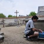La vaisselle au cimetière, c'est reposant !