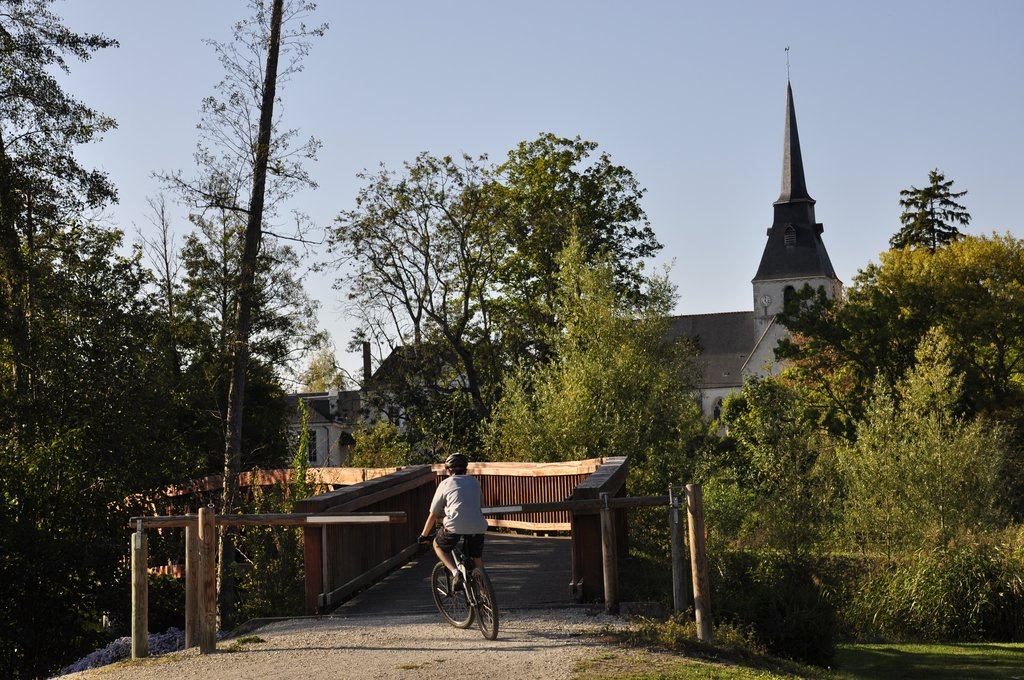 Eglise de Cellettes derrière le Beuvron