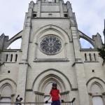 Les Chatmouettes devant l'église Saint-Symphorien de Montjean-sur-Loire