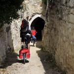 Entrée dans le passage troglodyte de Souzay-champigny